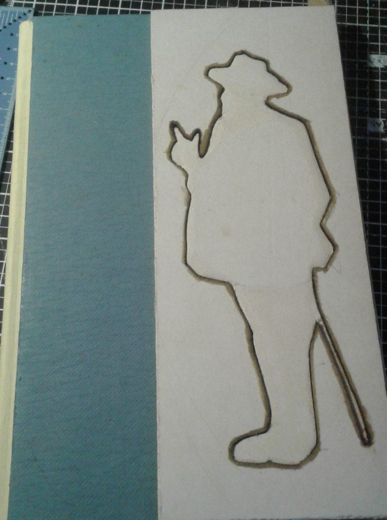 Premières découpes de la silhouette sur cartonnette