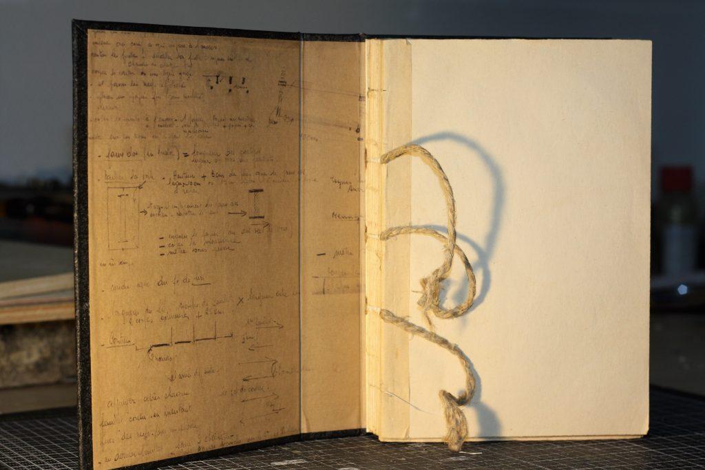 Reliure Suisse achevée - Extrait des contre-plats (copies des notes manuscrites)